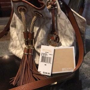 💯 Michael kors bag no flaws like new. with purse